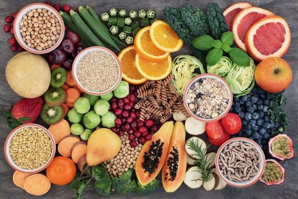 Ballaststoffreiche Lebensmittel: Obst, Gemüse, Vollkornprodukte